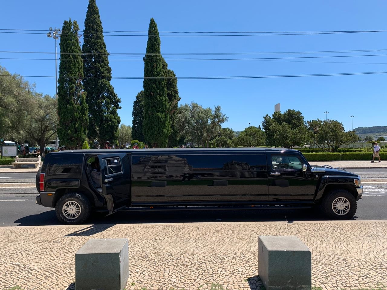 X black-Hummer-H3-limousine Lisbon ..,